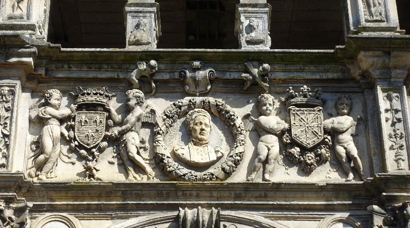 Moret-sur-Loing, détail de la façade renaissance. Photo LC-M'Essonne