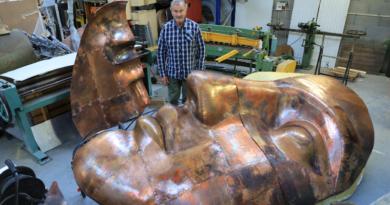 Jean-Pierre Lebureau masque en cuivre - Photo LC M'Essonne