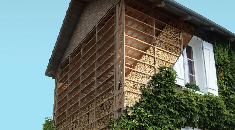 La maison imaginée par Émile Feuillatte comporte une ossature bois avec une isolation en bottes de paille. Photo CNCP