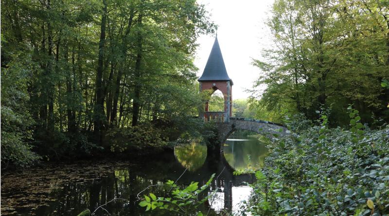Le pont du temple de l'amour. © M'Essonne