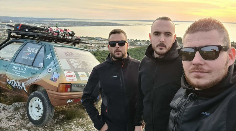 Les frangins du désert : (de gauche à droite) Vincent (39 ans, de Savigny), Kevin (30 ans de Savigny) et Steve (25 ans, de Morsang).