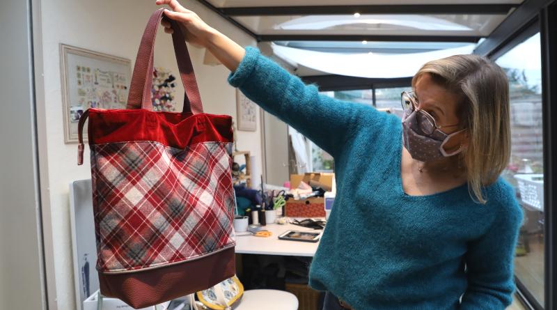 Ses créations phares : les sacs à main. Photo LC-M'Essonne
