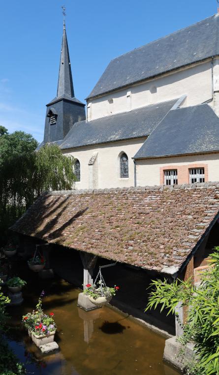 L'église et le lavoir.