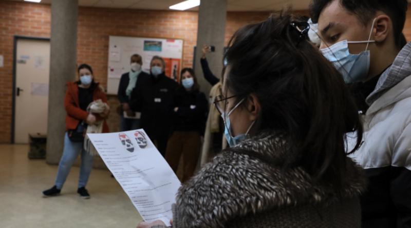 Quelques élèves ont lu leur texte lors de l'ouverture de l'exposition dans l'enceinte du lycée.