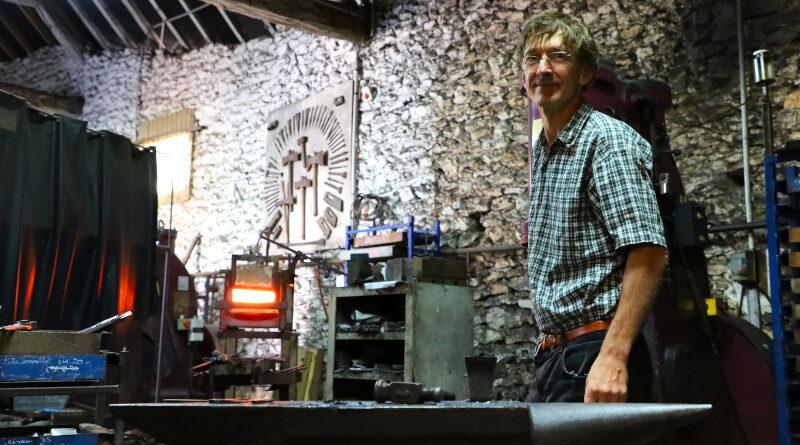 Olivier Loiseau, dernier taillandier de France à La Forêt-le-Roi (Essonne). Photo LC-M'Essonne
