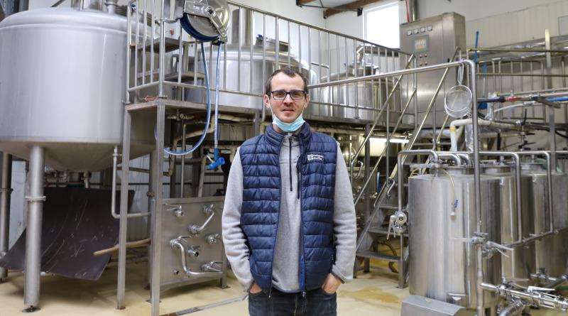 Jean-Baptiste Ochs s'occupe désormais de la brasserie le plus souvent sans son père qui a souhaité ralentir. Photo LC-M'Essonne