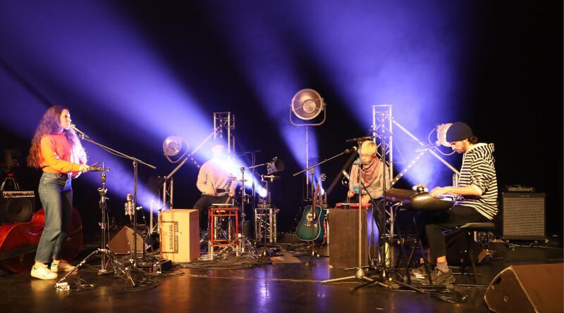 Ëda Diaz et le groupe Kriil à la MJC Boby Lapointe. Photo LC-M'Essonne