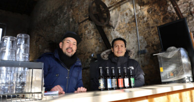 Alejandro et Eric, artisans brasseurs à Saint-Jean-de-Beauregard, Inkraft beer company. Photo LC-M'Essonne