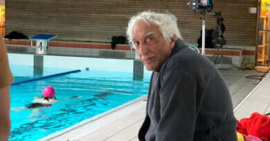 Gérard Darmon à la piscine de Dourdan pour le tournage de Capitaine Marleau. Crédit photo CCDH