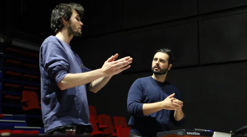 Dorian Migliore (à droite) s'occupe de la partie technique du spectacle et a réalisé le court-métrage. Photo LC-M'Essonne