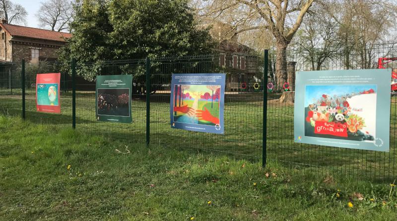 """L'exposition """"Les livres se mettent au vert"""" continue son itinérance en Essonne. Photo (c) association FLPEJR"""