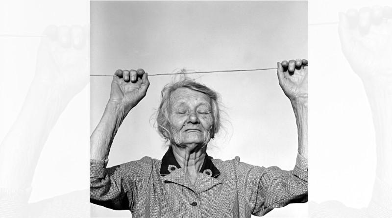 Une villageoise par le photographe Denis Dailleux.