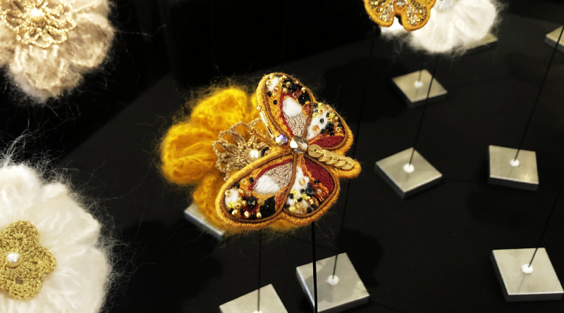 Broche papillon en broderie - Crédit AR M'Essonne