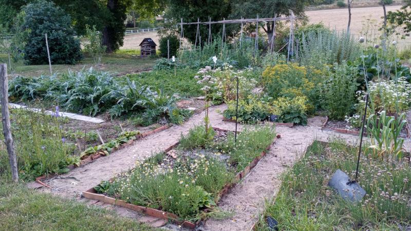 Les 400m² de potager en permaculture sont à découvrir dans le jardin Astrances et campanules à Villeconin.