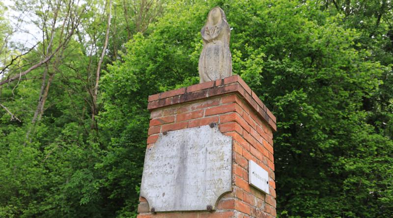 La statue de sainte Apolline en place est une reproduction de l'originale. Photo LC-M'Essonne